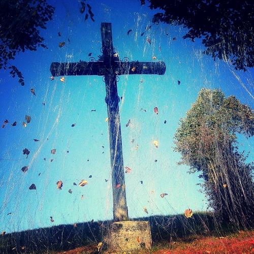 Pluie de lumière sur le calvaire de Jumel. Installation dans le cadre des journées européennes du patrimoine dans Le Val de Noye - 26 et 27 septembre 2015